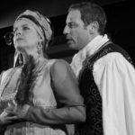 Deux comédiens en répétition des cours de théâtre à Paris