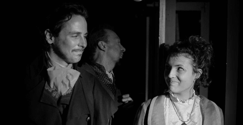 Scène répétée sans stress de l'Héritage dans le cours de théâtre avancé à Paris